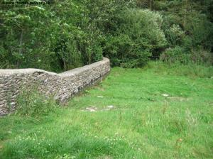 Stone wall on the course of the Thames
